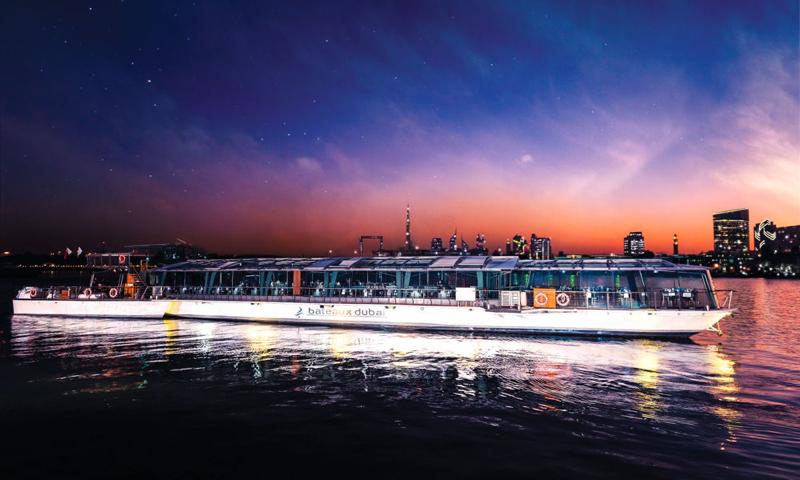 Bateaux-Dubai-Romantic-Christmas-Cruise-1