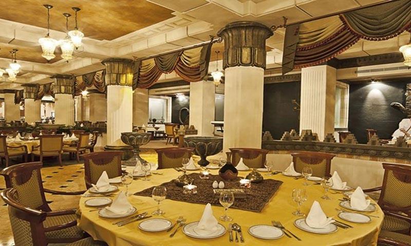 takht-jamsheed-gulf-hotel-adliya-restaurant-2