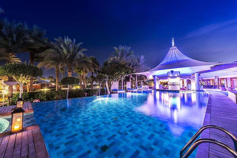 The-Ritz-Carlton--Dubai---La-Baie-lounge-4
