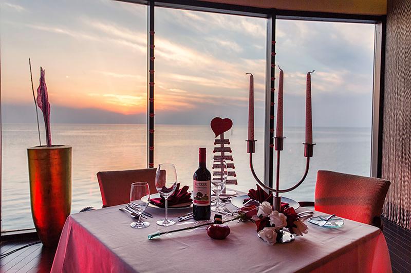 La-Mer-Romantic-Dinner